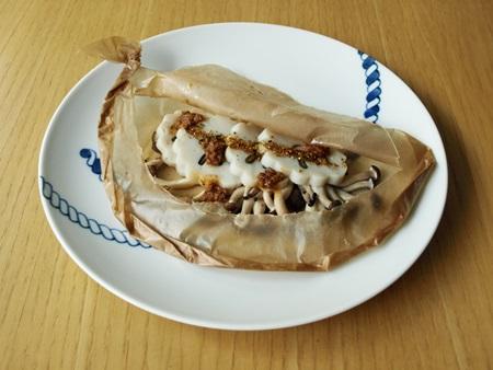 五島特巻と茸の包み焼き鯛味噌風味