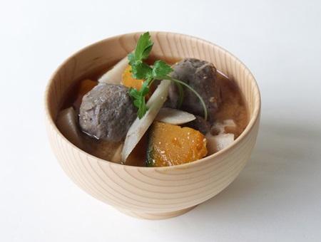 黒つみれと根菜の味噌汁